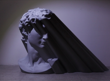 欧阳苏龙-光的形状, 110^180^150cm, 玻璃钢上色, 2011