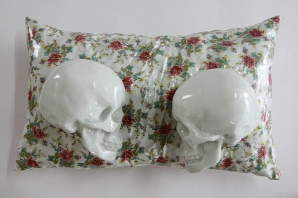牛茂林Niu Maolin,《梦中梦》The Dream inside of Dream, 60^30^25cm 陶瓷Ceramic,2010-_1